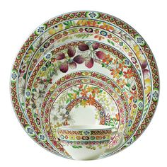 """The """"Bagatelle"""" dinner service from Gien makes one think of a late summer day. It is equally rich in colours and revels in the full bloom of nature. The plant motifs are presented in rich lilac and orange shades on the faience plates, cup and cake plates. The """"Bagatelle"""" dinner service from Gien is particularly good for garden parties. In minimalistic furnished rooms, it serves as a cheerful highlight in which one can always discover something new."""