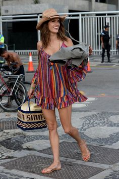 Alessandra Ambrosio dans les rues de Rio de Janeiro