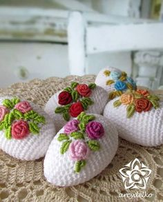 crochet egg, roses crochet egg, roses Learn the fact (generic term) of how to needlecraft (generic t Crochet Teddy Bear Pattern, Easter Crochet Patterns, Easter Egg Crafts, Easter Projects, Holiday Crochet, Crochet Gifts, Yarn Crafts, Diy And Crafts, Crochet Chicken