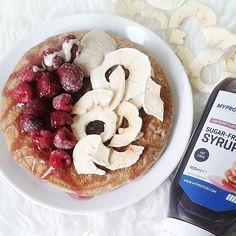 Dzisiaj klasyk ➡ omlet z malinami, krążkami jabłkowymi, masłem orzechowym i syropem malinowym 😋😋 a co dziś u was? 💕💕 〰〰〰〰〰〰〰〰〰〰〰 #omlet #omlette #śniadaniemistrzów #picoftheday #fitbreakfast #sniadanie #śniadanie #diet #healthyrecipes #fitrecipes #zdrowejedzenie #fitfood #fitandhealthy #foodpic #motivation #healthyfood #foodstagram #beactive #bodybuilding #fitfood #healthyeating #healthyfood #bodybuilding #chodakowskaewa #purerein #gotowanawyzwanie  Yummery - best recipes. Follow Us…