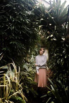 nature portrait fashion editorial woman beauty greenhouse tropenhaus gewächshaus lookslikefilm feature #creativeportraitphotography,