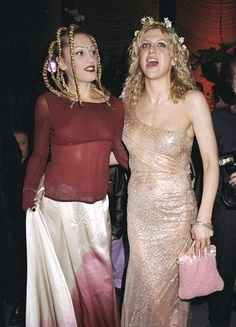 Courtney and Gwen 90s grunge girls
