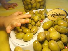 Inspirations of Love: How to Make Green Olives at Home? How To Make Greens, Turkish Recipes, Natural Home Remedies, Pickles, Yummy Food, Homemade, Fruit, Cooking, Health