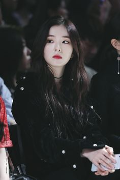 "Irene is She has the ability to manipulate others minds causing them to lose memories or or being prevented to use their mental power. 'Silent and Manipulative' her sister is Seulgi but no one knows. She uses her powers for whatever benefits her ""Anti Red Velvet アイリン, Irene Red Velvet, Red Velvet Seulgi, Kpop Girl Groups, Kpop Girls, Korean Girl, Asian Girl, Red Velet, Ulzzang Girl"