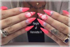 Mandelformede gele negle med Gel Polish i Neon, samt rhinestone og 3d blomster