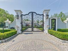 Front Gates, Entrance Gates, House Entrance, Dream Home Design, My Dream Home, House Design, Home Theater Screens, Cozy Library, Rio Vista