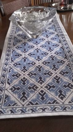 Cross Stitch, Rugs, Home Decor, Punto Croce, Table Runners, Needlepoint, Carpets, Homemade Home Decor, Decoration Home