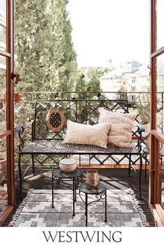 Outdoor Sofa, Outdoor Furniture Sets, Outdoor Decor, Salon Shabby Chic, Feng Shui, Outside Living, Mediterranean Style, Porch Swing, House Plans