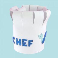 Cómo hacer un gorro de cocinero con goma eva. Chef Hats For Kids, Kids Hats, Paper Chef Hats, Diy For Kids, Crafts For Kids, Chef Costume, Master Chef, Little Chef, Hat Crafts