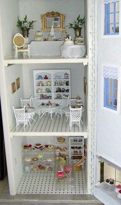 dolls houses and minis: The Tearooms: The Bakery