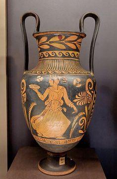 Lucanian Nestoris Louvre K534 - Nestoris (Vasentyp) – Wikipedia