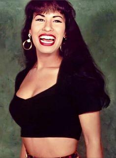 Selena Quintanilla Perez, Famous Hispanics, Selena And Chris, Selena Pictures, Kylie, Celebrity Makeup Looks, Celebs, Celebrities, Poses