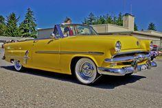 1953 Ford -- DSC01658    A very pretty old car