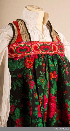 Bunad fra Hemsedal i Hallingdal - Hallingdal Museum / DigitaltMuseum Cute Designs, Apron, Museum, Magic, Embroidery, Sewing, Crafts, Clothes, Fashion