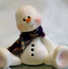 Video Tutorial shows step-by-step how easy it is to make an adorable Polymer Clay Snowman. This is a great project for beginners.