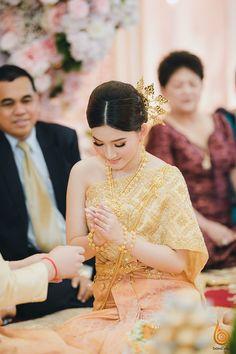 Khmer Wedding, Wedding Outfits, Traditional Wedding, Cambodia, Costumes, Lady, Dresses, Wedding Undergarments, Vestidos