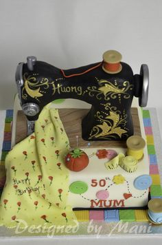 Awesome sewing machine cake. Someone please make this for me!