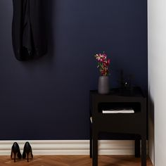 Trick Table Black Black by Gejst Hallway Decorating, Decorating Ideas, Dark Colors, Colours, Hallway Inspiration, Bright Homes, Floating Nightstand, Living Room, House Styles
