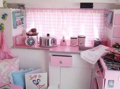 I would feel like a little girl playing house in here! Super Cute!!!!!