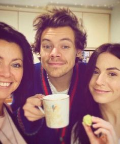 harry styles on christmas day Harry Styles Updates, Harry Styles Mode, Gemma Styles, Harry Styles Edits, Harry Styles Pictures, Harry Edward Styles, Harry Styles Selfie, Harry Styles 2014, Liam Payne