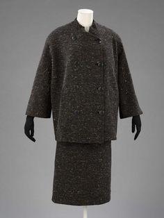 Suit by Cristóbal Balenciaga, Paris 1951 autumn/winter. Museum no. T.128-1970