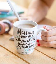 13 Le mug des mamans reine des câlins et des solutions ingénieuses sur lavantgardiste, pour qu'elles n'oublient jamais à quel point elles sont géniales.