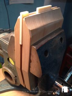 Guitar Building, Diy Tools, Wood Working, I Shop, Projects To Try, Workshop, Gadgets, Tech, Handmade