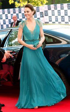 Kate Middleton - Vestido azulplissado de Alexander McQueen