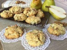 I biscotti pere e noci sono dei dolcetti di pasta frolla con morbidi pezzetti di pera e noci croccanti, aromatizzati con chiodi di garofano.