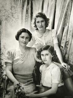 *QUEEN ELIZABETH: and Princesses Elizabeth and Margaret