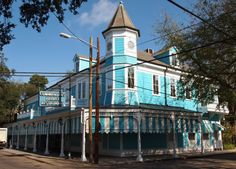 Founded in 1880 by Emile Commander, the world-famous Commander's Palace is located at Coliseum St. and Washington Ave., across the street from the Lafayette Cemetery in the Garden District. It suffered heavy rain damage during Hurricane Katrina and underwent extensive renovation.