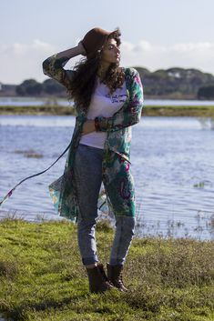 Boho chic style. Skinny jeans, floral kimono, combat boots and big hat