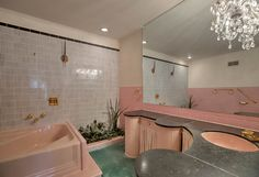 1956 time capsule ranch house, impeccably decorated in French Provincial style Retro Renovation is part of Modern vintage bathroom This 1956 time capsule house in Iowa saw some French Provinc - Pink Bathroom Tiles, Pink Tiles, Master Bathroom, Pink Bathrooms, Small Bathroom, Modern Vintage Bathroom, Vintage Bathrooms, 1950s Bathroom, Contemporary Bathrooms