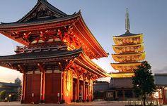 Asakusa, một thị trấn với nhiều đền chùa cổ kính và những nét văn hóa truyền thống độc đáo. Đừng quên ghé thăm Asakusa khi bạn đến Tokyo nhé.