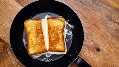 Het geheim van de perfecte croque monsieur is kaas die juist voldoende gesmolten is, met daarrond een krokante snee brood die nét niet is aangebrand. ...