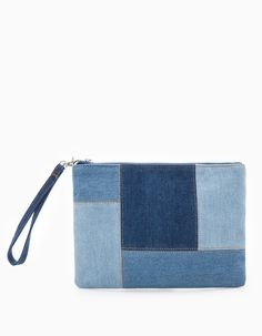 At Stradivarius you'll find 1 Denim pochette clutch for woman for just … - Bags 2019 Denim Tote Bags, Denim Handbags, Denim Purse, Clutch Purse, Denim Clutches, Jean Diy, Clutches For Women, Small Bags, Handmade Bags