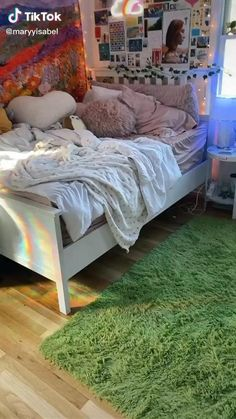 Diy Bedroom Decor For Teens, Cute Bedroom Decor, Room Design Bedroom, Room Ideas Bedroom, Teen Bedroom, Bedrooms, Indie Room Decor, Aesthetic Room Decor, Chambre Indie