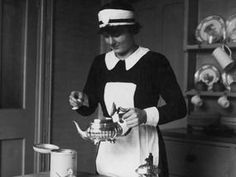 Below Stairs: The Bestselling Memoirs of a 1920s Kitchen Maid by Margaret Powell