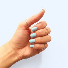 Every mani should be bold gorgeous and fun! // encuentra ya nuestro tono Minty Sparrow en nuestro intercambio saludable!! #toystyle #7free #healthy #smallchanges  #conscious #toylovers #nails #switch