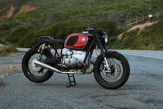A crisp BMW from Cognito Moto, a Triumph Bobber homage to the original Speed Twin, and a Triumph Scrambler built for a Hollywood stuntman. Cafe Racer Parts, Bmw Cafe Racer, Cafe Racer Build, Cafe Racers, Bike Bmw, Motorcycle Bike, Triumph Scrambler, Bmw Motorcycles, Roland Sands