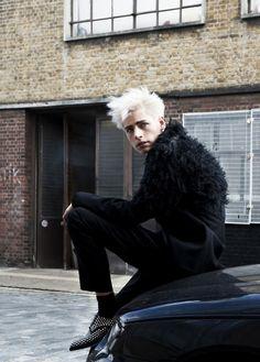 Black and white Grey White Hair, Style, Fashion Photography, Mens Fashion, Dark Fashion, Thrift Fashion, Womens Fashion Photography, Fashion, Mens Hairstyles