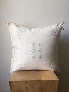 The Pillow Collection Oisin Solid Bedding Sham Dark Blue Queen//20 x 30