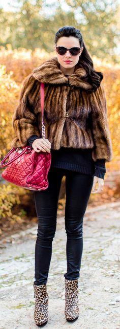 Botines leopardo Crimenes de la Moda - Leopard Booties - fur coat - abrigo de piel - bolso rojo Michael Kors red bag - gafas de sol Victorio & lucchino animal print sunnies