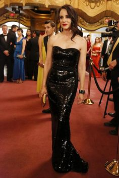 Pin for Later: 75 Stylish Reasons We'll Miss Revenge Season 3 Victoria slipped into a liquid-black strapless for casino night — and we don't think we've ever seen her look quite so sexy. Classic Actresses, Beautiful Actresses, Victoria Grayson, Madeleine Stowe, Revenge Fashion, Strapless Dress Formal, Prom Dresses, Hollywood, International Fashion