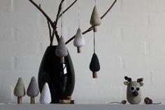 Hæklede juletræer Crochet Tree, Crochet Bunting, Crochet Christmas Trees, Diy Christmas Tree, Xmas Tree, Christmas Mix, White Christmas, Crochet Designs, Crochet Patterns
