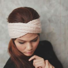 Free pattern to knit a garter stitch headband Knitting: the tutorial of the DIY headband. Free knitting tutorial, in French, to knit a pretty headband / headband to f. Sewing Headbands, Turban Headbands, Diy Headband, Knitted Headband, Baby Knitting Patterns, Loom Knitting, Free Knitting, Bandeau Crochet, Maila