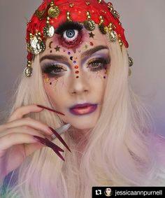 Looking for for ideas for your Halloween make-up? Check out the post right here for unique Halloween makeup looks. Unique Halloween Makeup, Halloween Makeup Witch, Zombie Makeup, Halloween Make Up, Halloween 2020, Pretty Halloween, Fortune Teller Makeup, Fortune Teller Costume, Gypsy Fortune Teller