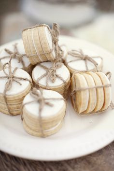 sugar cookies in mini bundles  - Christa Elyce - http://ruffledblog.com/eco-friendly-garden-wedding-ideas/