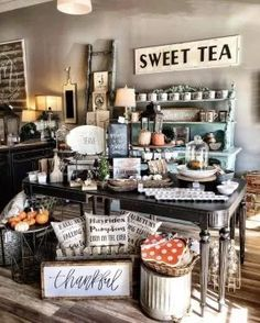 Decorations for gift shops: best country store display ideas on pintere Visual Merchandising, Gift Shop Displays, Retail Displays, Window Displays, Gift Shop Decor, Deco Cafe, Flea Market Booth, Flea Market Displays, Flea Markets