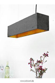 Die moderne Betonlampe Malou Black erstrahlt auch über deinem Esstisch.